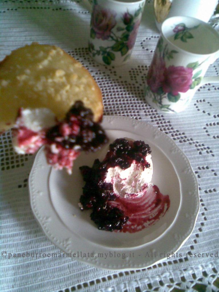 blanc manger con coulis frutti di bosco
