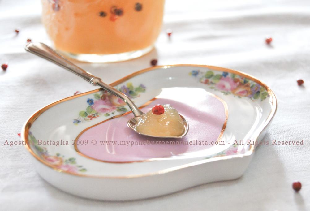 marmellata di pere e pepe rosa - cucchiaino e barattolo