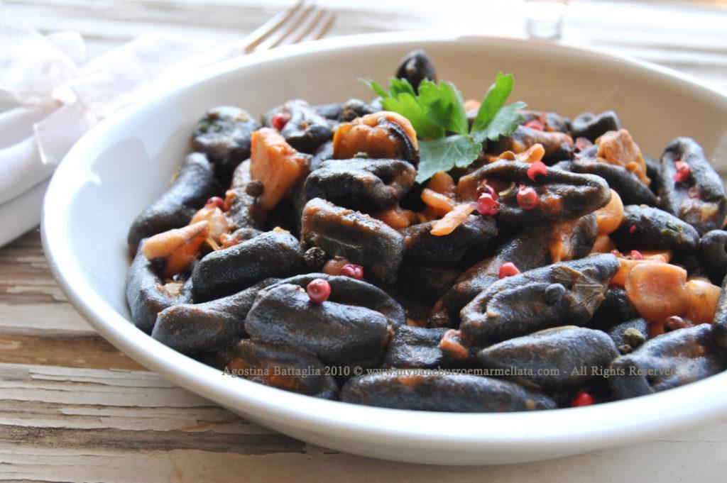 cavatelli neri, cicerchie e frutti di mare pp