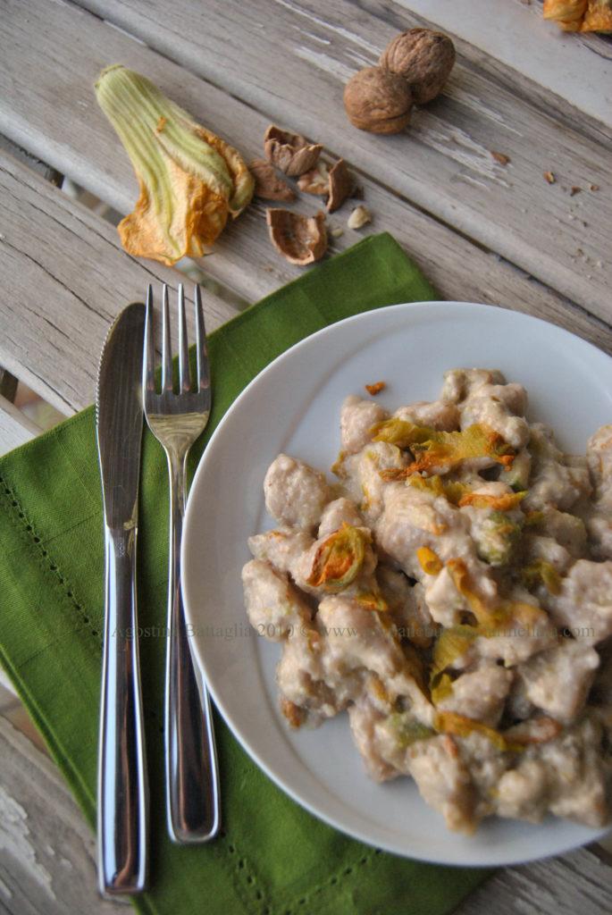 gnocchetti di fiori di zucca in salsa di noci e zucchine
