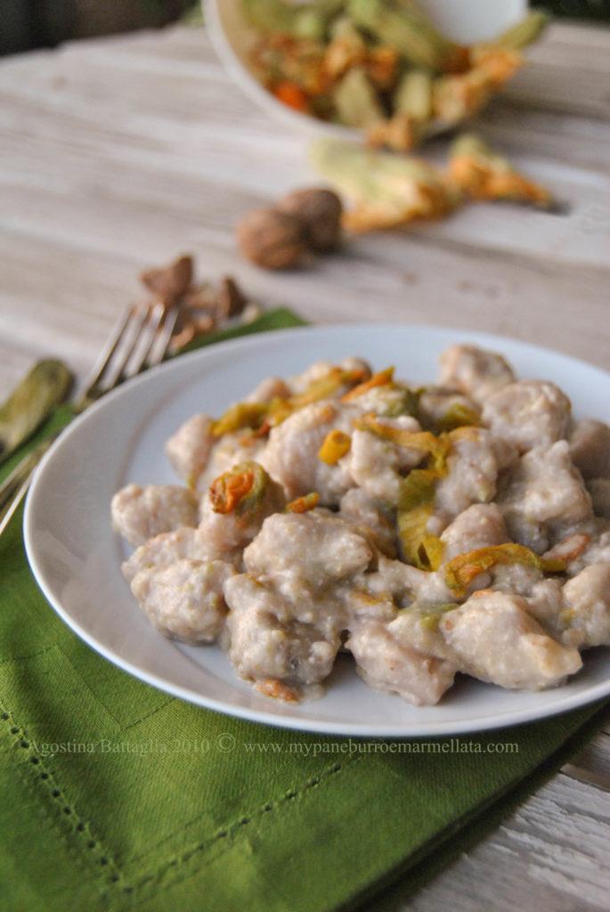 gnocchi di fiori di zucca in salsa di noci e zucchine