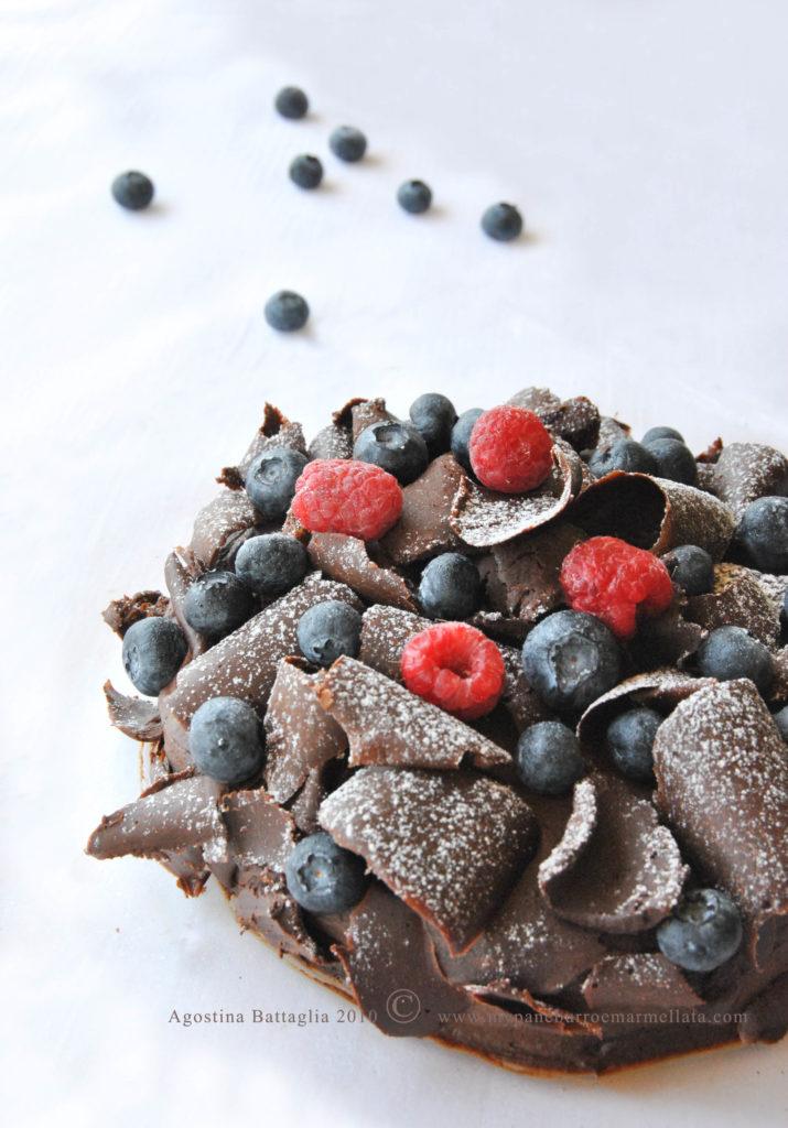 pavlova al cioccolato con mousse al cioccolato senza lattosio
