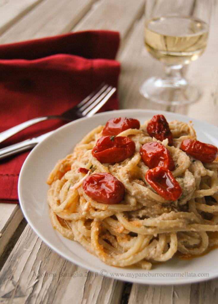 spaghetti alla chitarra, palamita,rosamarina piccante e datterini confit
