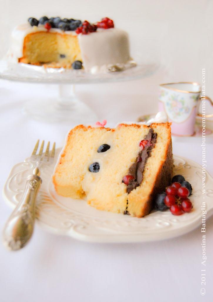 torta bergamotto e cioccolato con mirtilli e ribes (senza lattosio)
