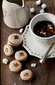 Petits Macarons al Cioccolato Fondente, Cointreau ed Arancia