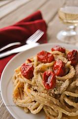 spaghetti alla chitarra, palamita,rosamarina piccante e datterini confit pp