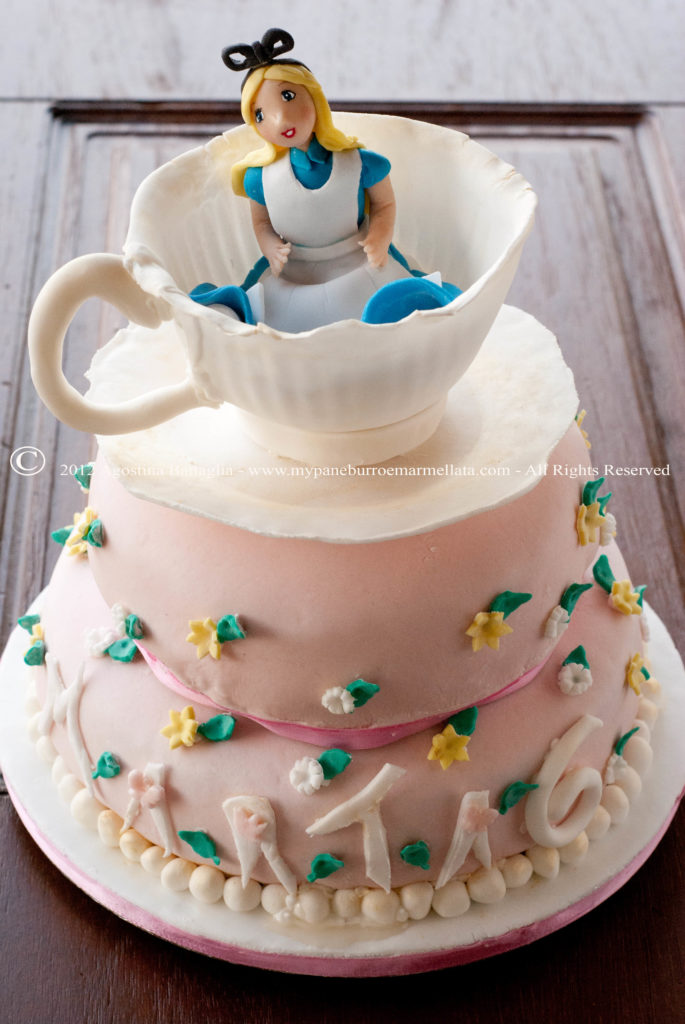 alice in wonderland cake 4