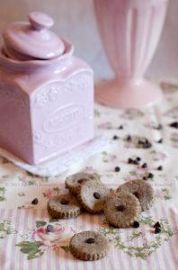 Biscotti senza zucchero al grano saraceno, banana ed un pizzico di cioccolato (solo 26 kcal)