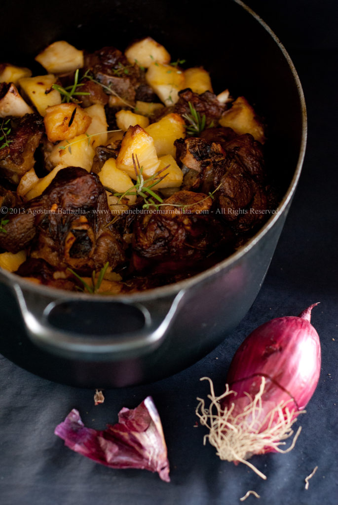 agnello alla cipolla di tropea e patate al forno - pane dolce allo zafferano - mypaneburroemarmellata.com