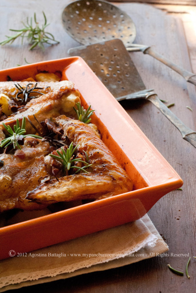 alette di pollo con funghi e patatine al forno