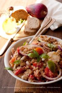 La Panzanella toscana, un'insalata da leccarsi i baffi