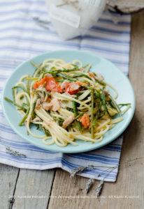 Spaghetti con asparagi di mare e salmone