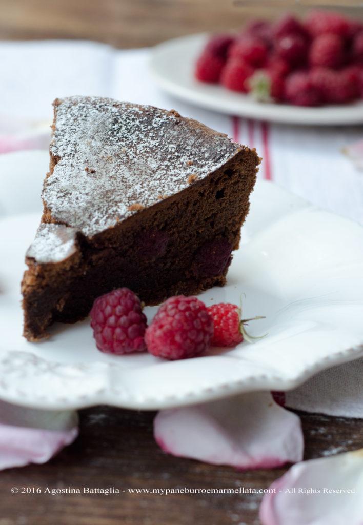 torta-cioccolato-lamponi-herme-fetta