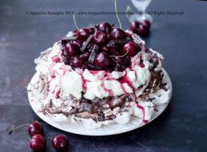 Pavlova Foresta Nera Senza Glutine e Senza Lattosio | Cioccolato e Ciliegie da Sogno