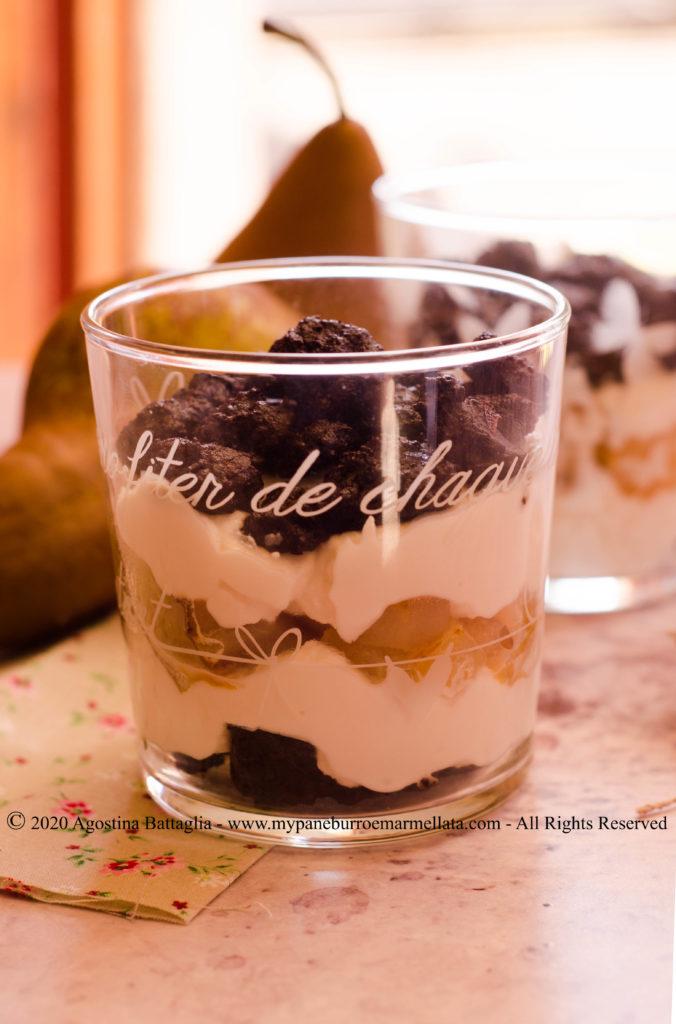 torta ricotta e pere nel bicchiere / bicchierino